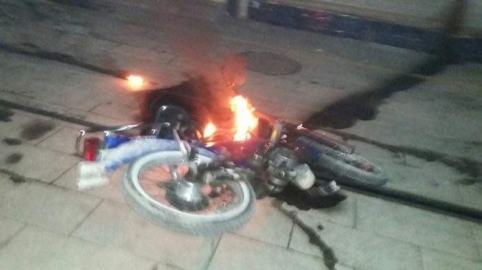 Kubbeli Caddesi'nde Motosiklet Yangın