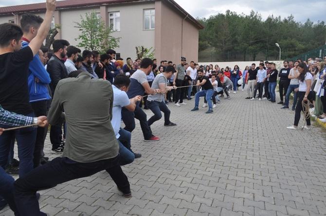 Üniversiteliler Bahar Şenliğinde Eğlendi