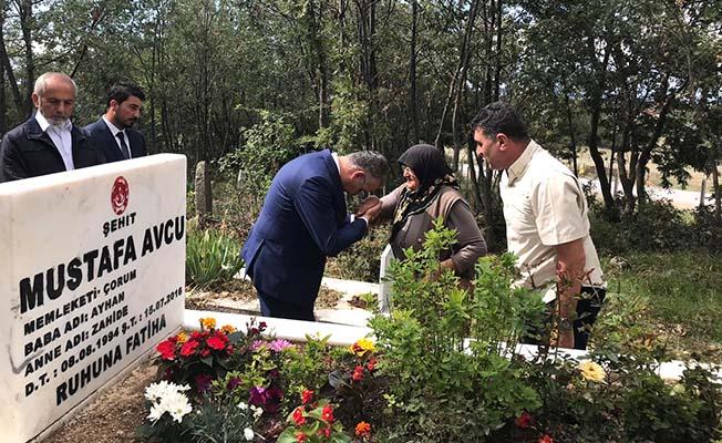 AK Parti'den Şehit Kabirlerine Ziyaret