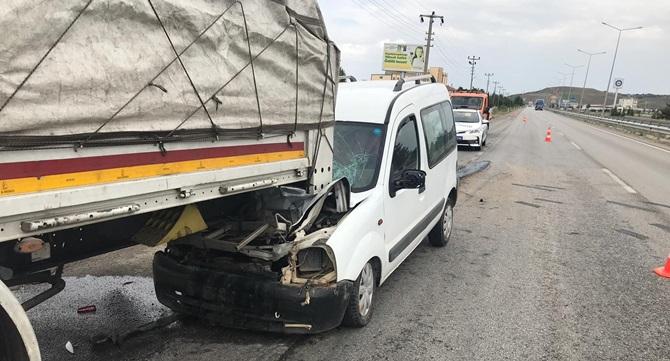 Ticari Araç Tıra Arkadan Çarptı: 1 Yaralı