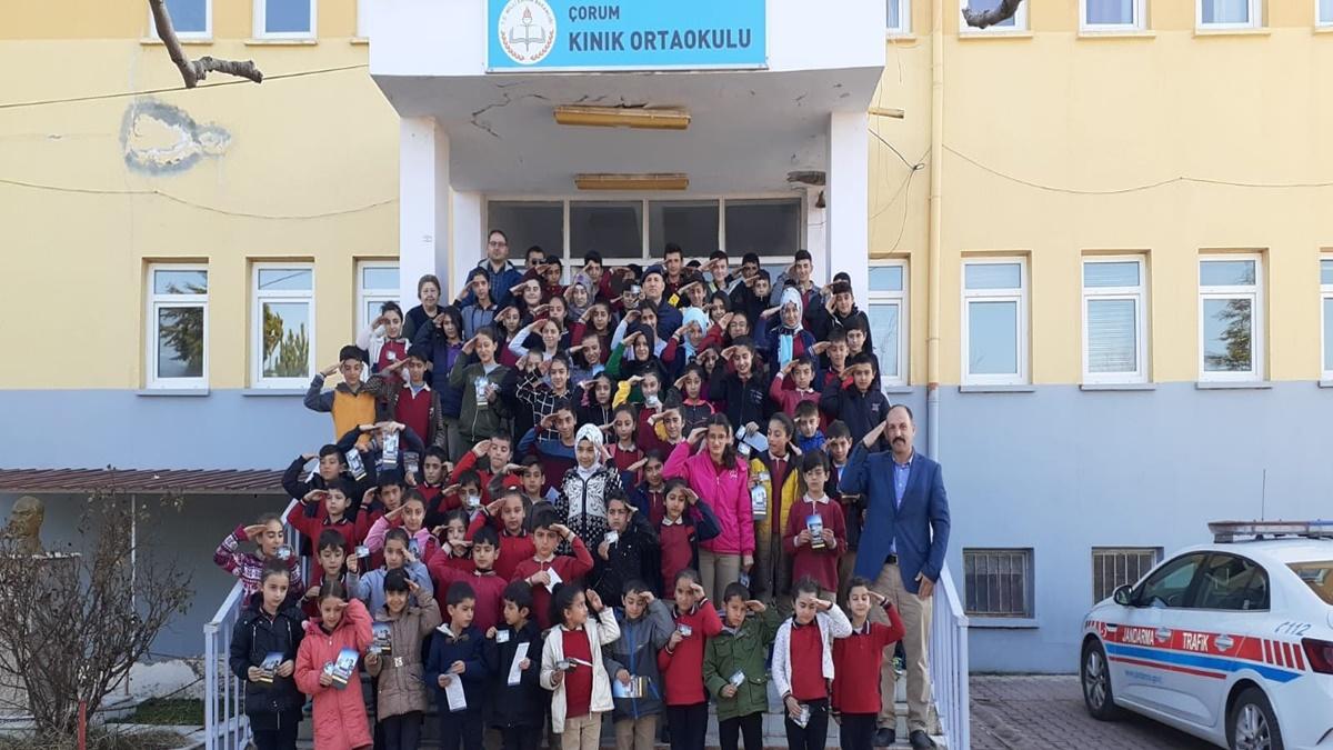Öğrencilerden Mehmetçik'e Asker Selamı