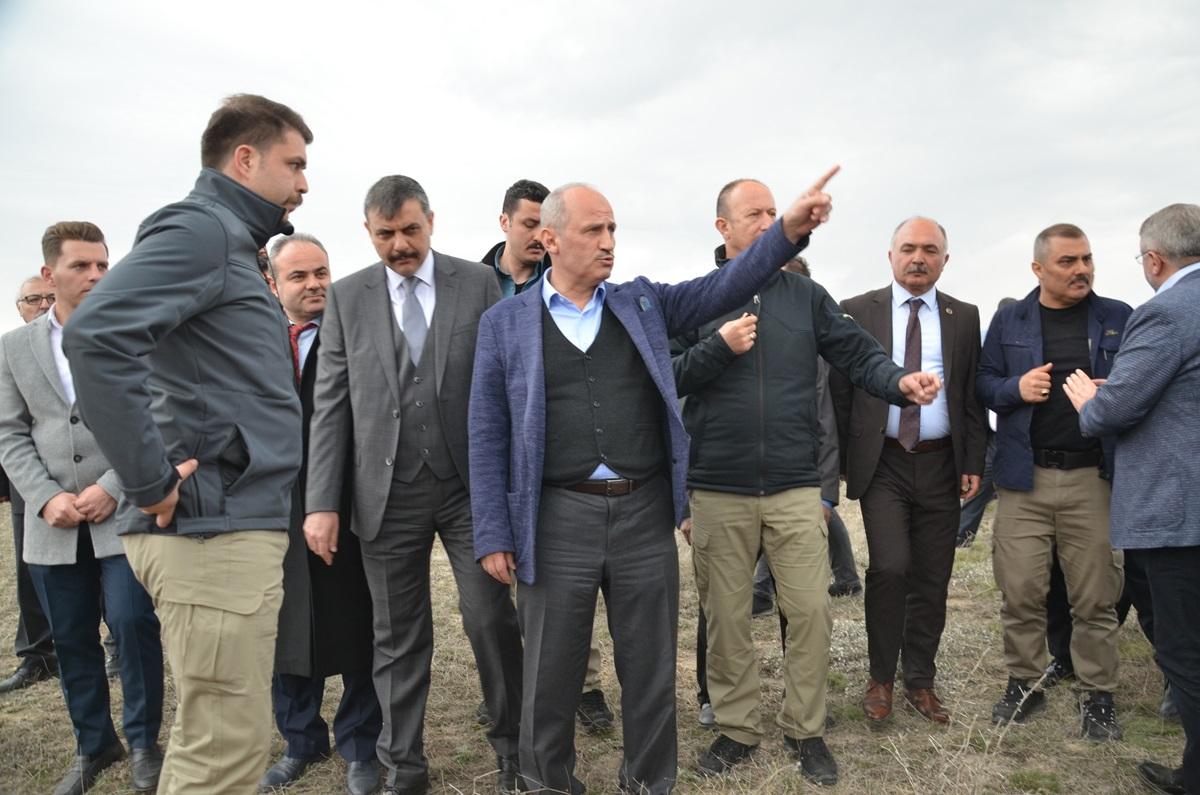 Bakan Turhan, Havaalanının Yerini inceledi