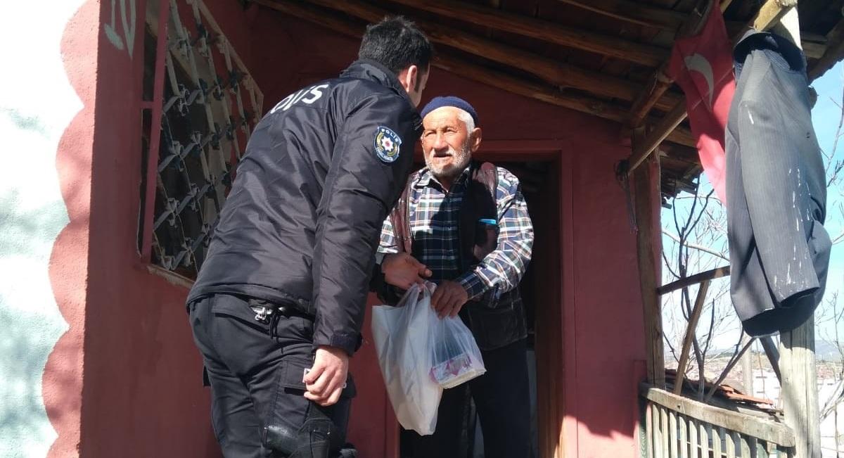 Yaşlıların İhtiyaçlarını Polis Karşılıyor
