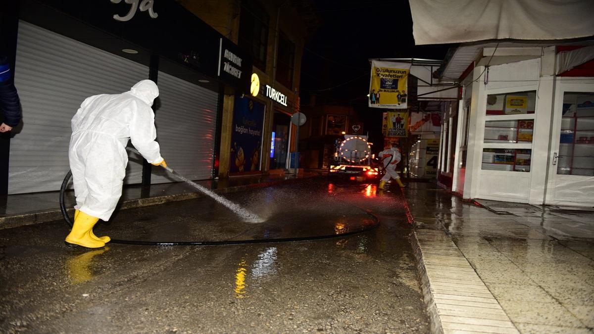 Belediye, Arastayı  Yıkayıp Dezenfekte Etti