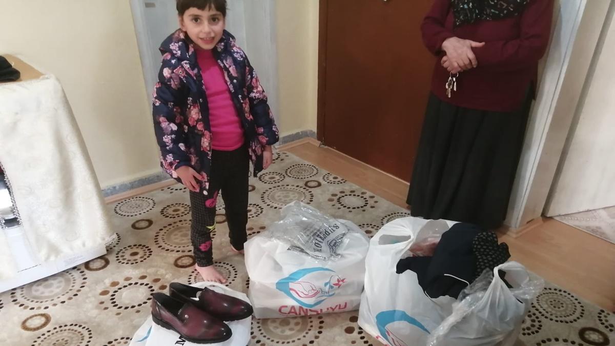 200 Aileye Giysi Ve Gıda Dağıtımı Yapıldı