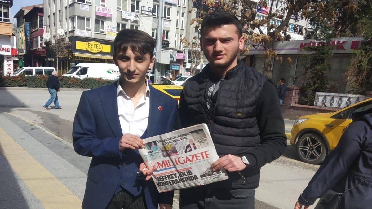 Saadet Partili Gençler Milli Gazete Dağıttı