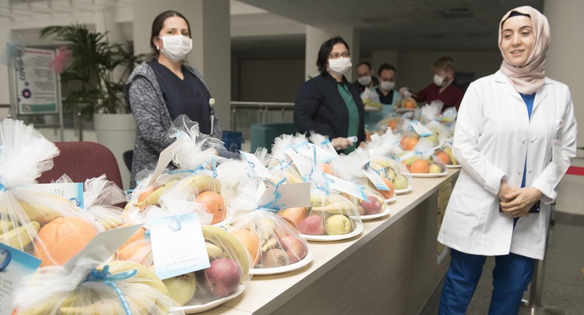 Sağlık Çalışanlarına Meyve Jesti
