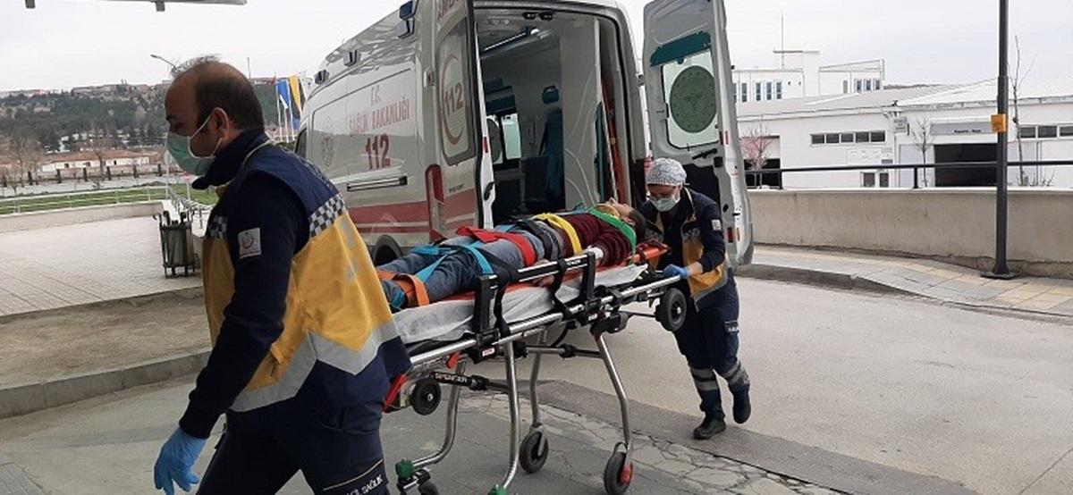 Balkondan Düşen Genç Yaralandı