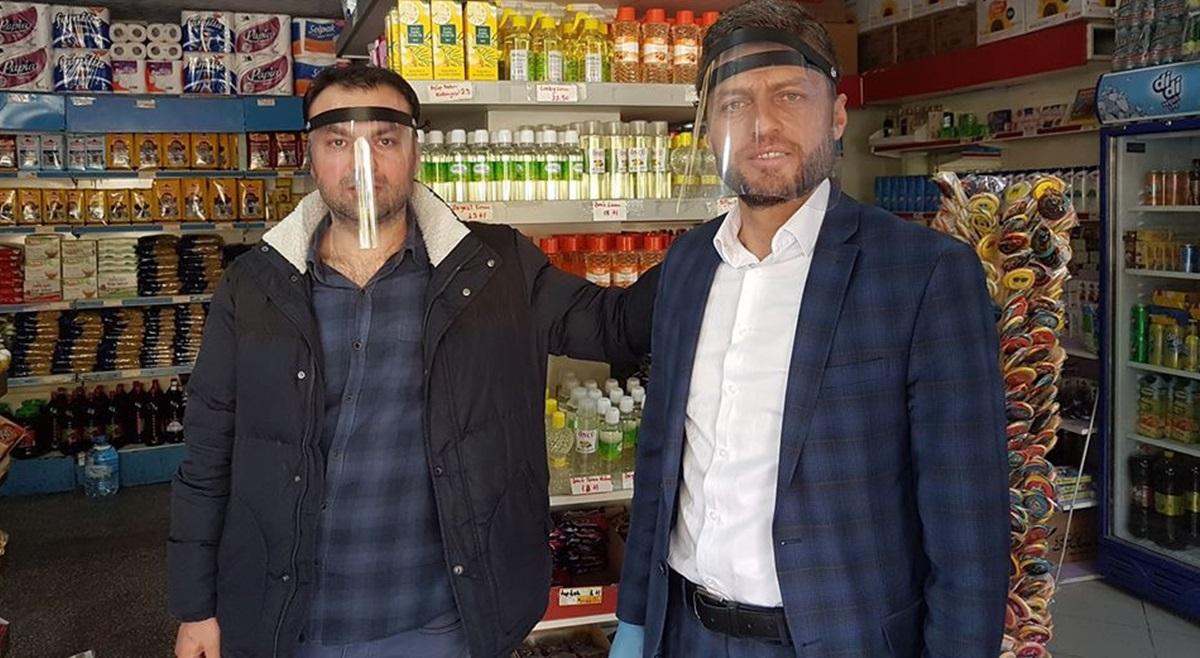 Osman Top Plastik Yüz Koruma Maskesi Dağıttı