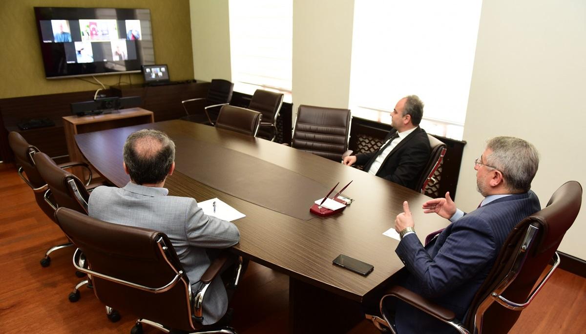 Grup Başkanlarıyla Telekonferansla Görüştü