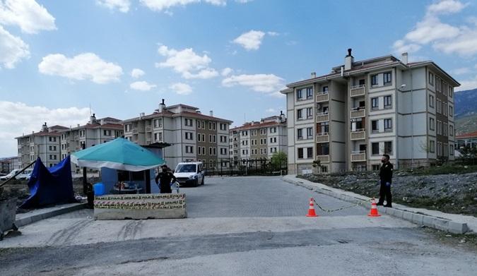 Kargı'da Üç Apartman Karantinaya Alındı