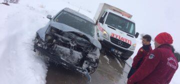 Otomobil Bariyerlere Çarptı
