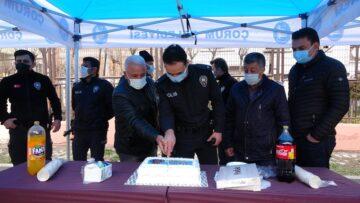 Kavga İhbarına Gelen Polise Pasta Sürprizi