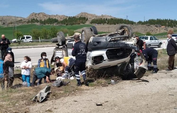 Devrilen Araçta 5 Kişi Yaralandı