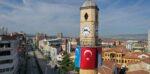 Saat Kulesi'ne Doğu Türkistan ve Filistin Bayrağı Asıldı