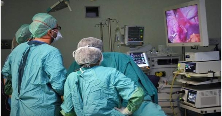 İlk Kez Laparoskopik Tüp Mide Ameliyatı Yapıldı