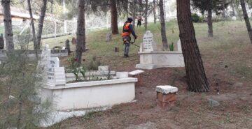 Bayat'ta Bayram Öncesi Mezarlık Temizliği Yapıldı