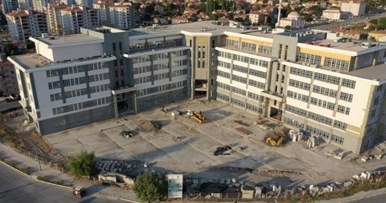 Belediye Binasının İhalesi Yapıldı