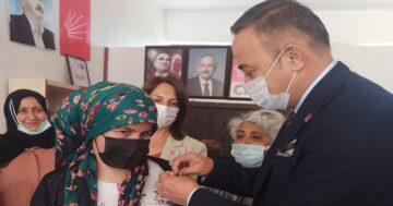 CHP, Ortaköy'de Yeni Üyelere Rozet Taktı