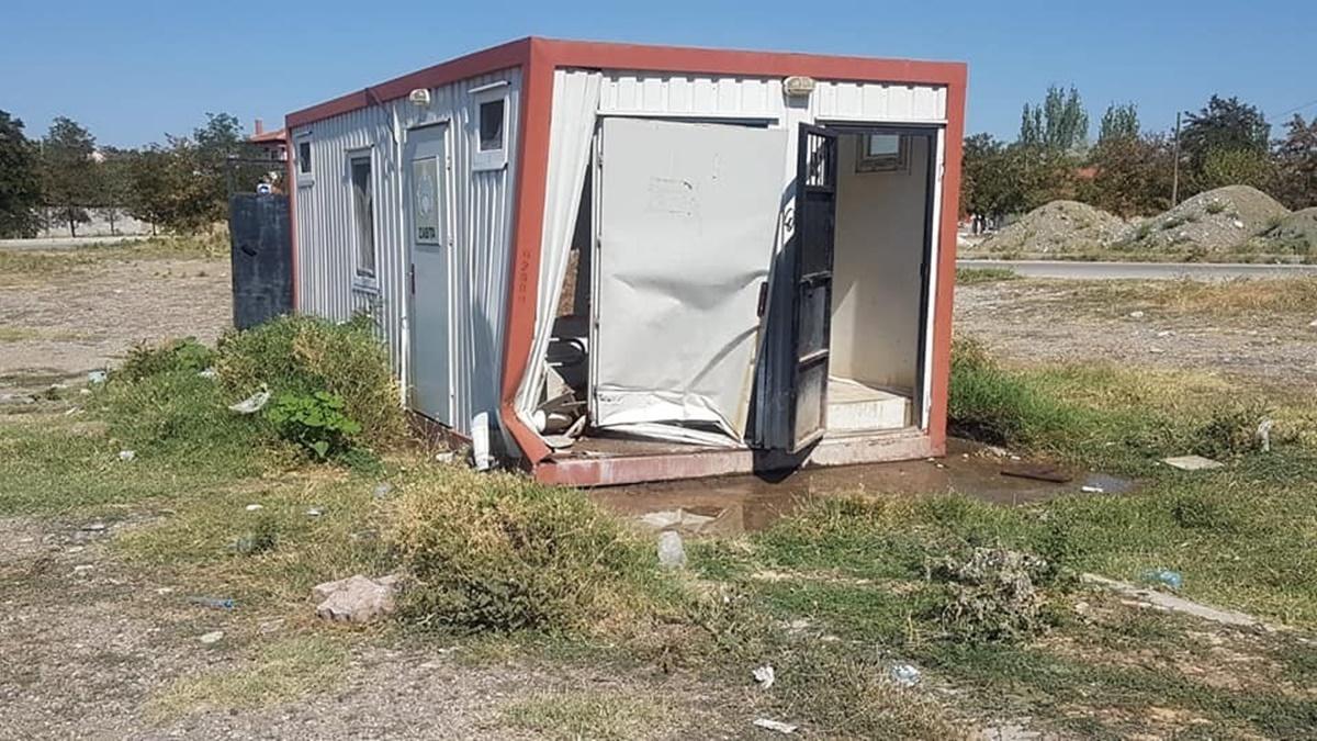 Konteyner Tuvalete Araç Çarptı