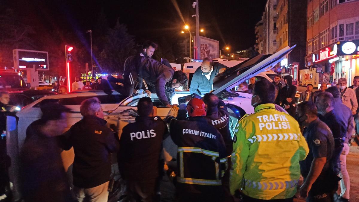 Şüpheli Kovalarken Polis Otosu Kaza Yaptı : 2 Yaralı
