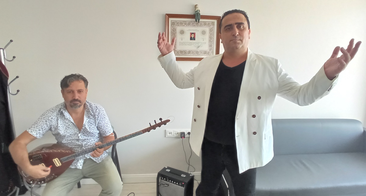 Yargıtay'da Sıra Beklerken Türkü Yazdı