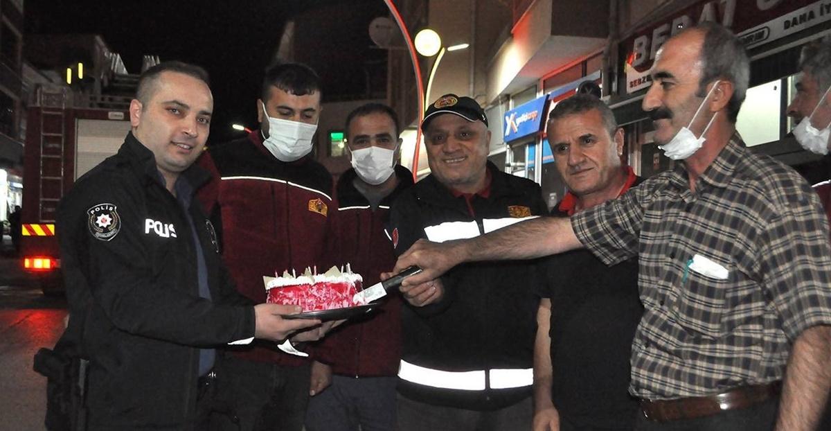 Yangına Giden İtfaiyecilere Polisten Sürpriz